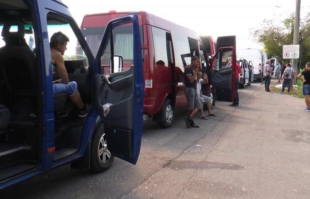 Кілометрові черги на кордоні: на угорських КПП на Закарпатті застрягли понад 400 автівок (ФОТО)