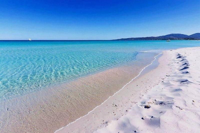 Французького туриста заарештували в Італії — він намагався вивезти 2 кілограми піску