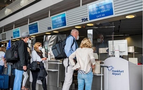 У Нідерландах затримали туристів з підробленими COVID-тестами