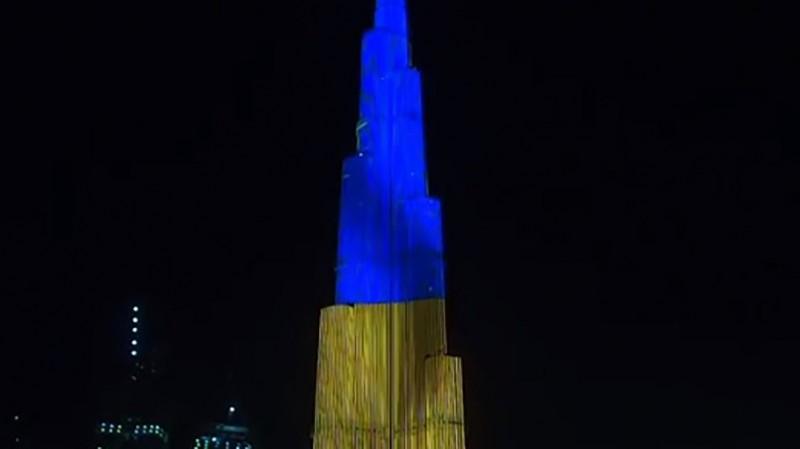 В ОАЕ підсвітили в кольори українського прапора найвищу будівлю світу