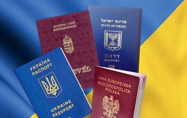 Зеленський увів в дію рішення РНБО про подвійне громадянство. Що воно передбачає?